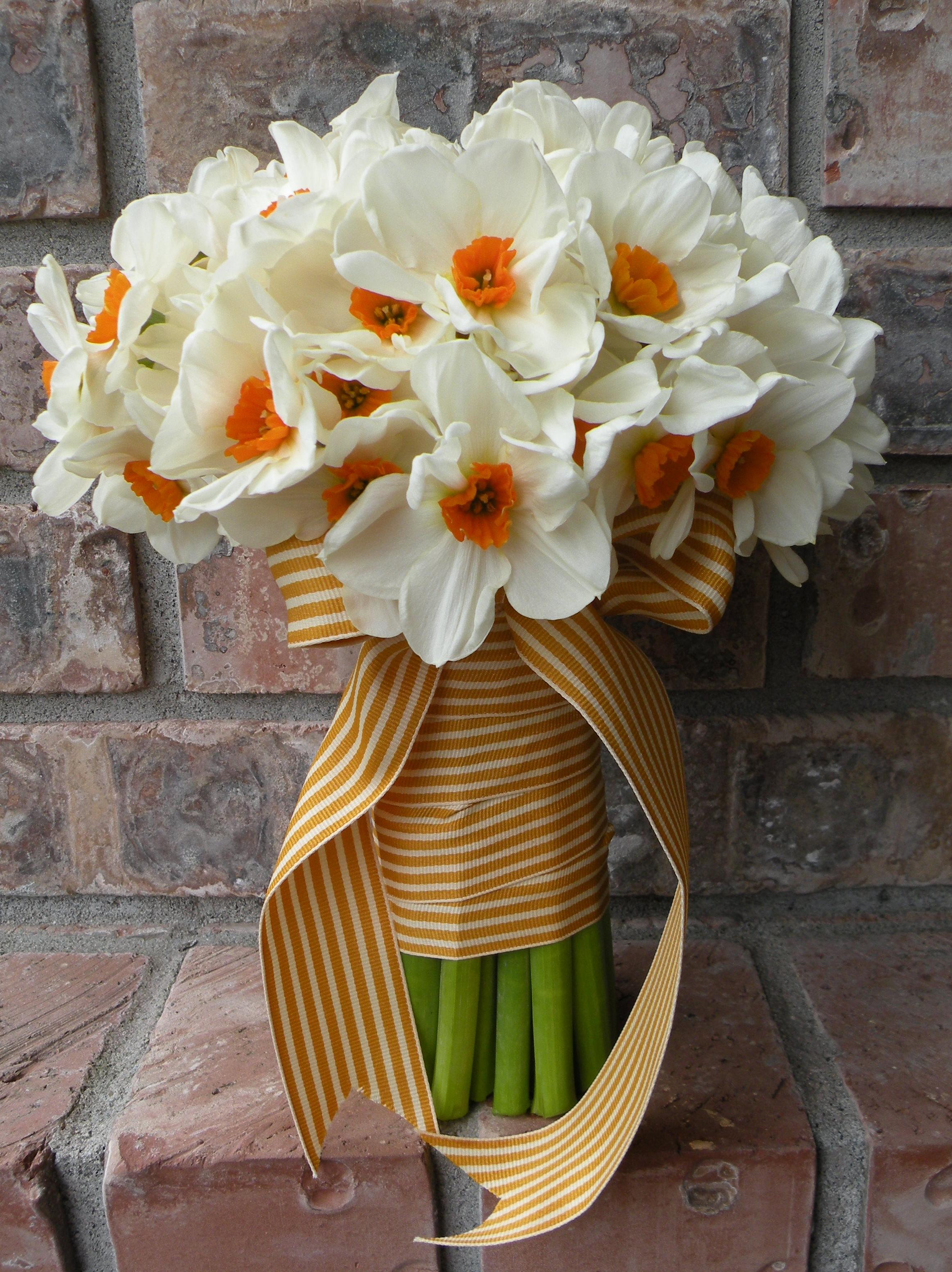 Фото нарциссов цветов в букете