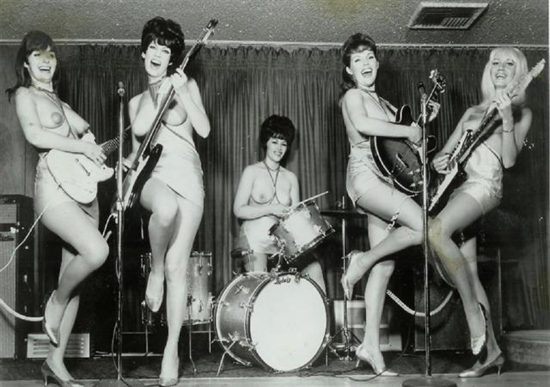 при порно рок группа девушка они вылазят