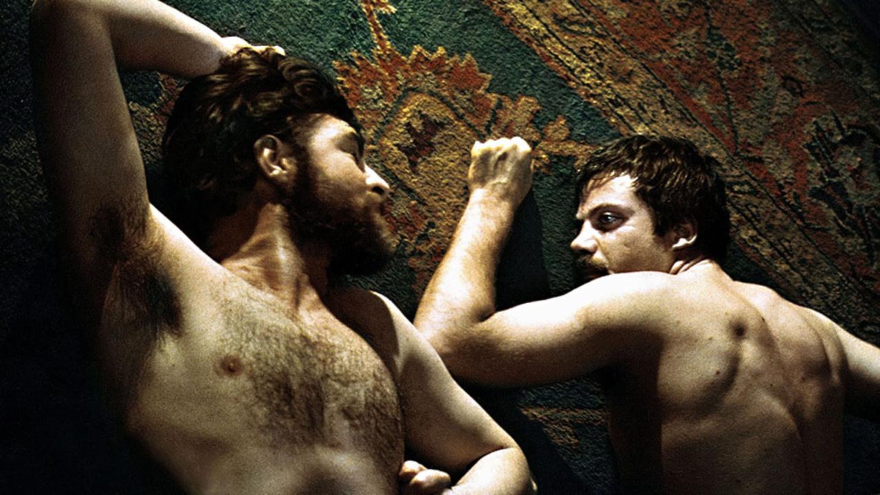 seksualnie-muzhchin-golie-film